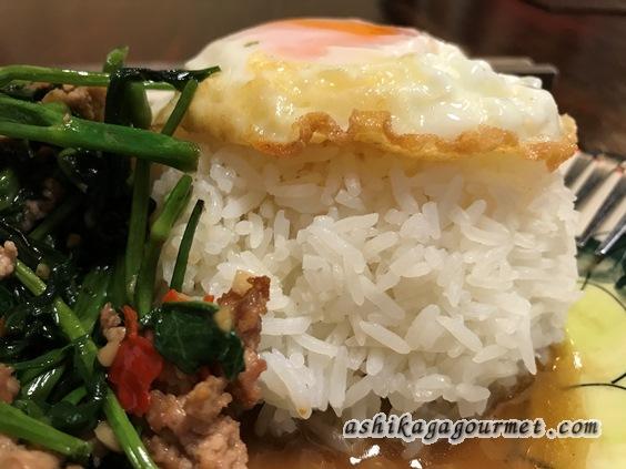 クワカンワットのタイ米と目玉焼き