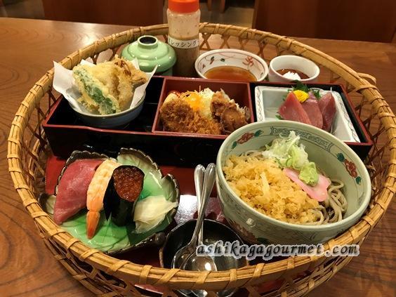 """【足利】丼もの・お寿司まで揃うファミレスのようなお蕎麦屋さん""""味のめん処 喜八"""" ★★★"""